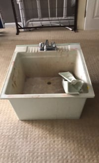 Utility sink/laundry tub with faucet