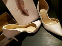 pair of white pointed-toe heels Covina, 91722