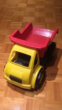 Battat construction toy truck