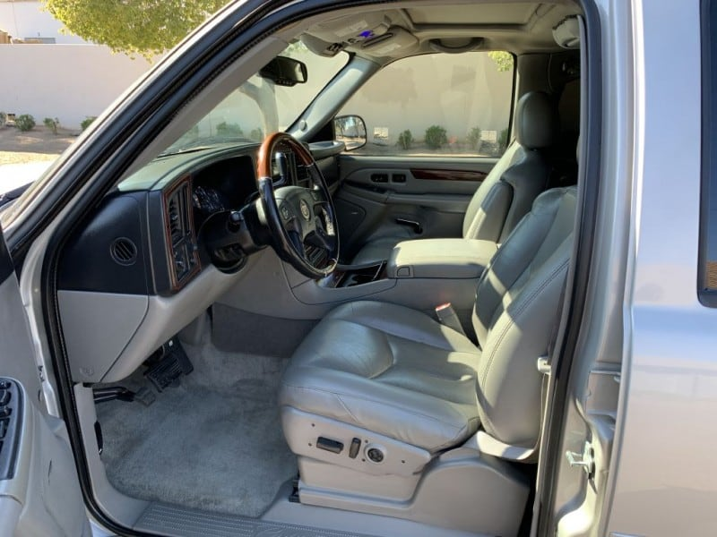 2005 CADILLAC ESCALADE LUXURY 7