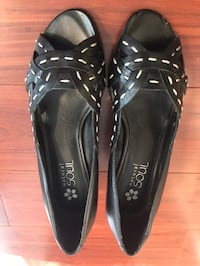 Like new flats, Size 6 Richmond, V6Y 1T1