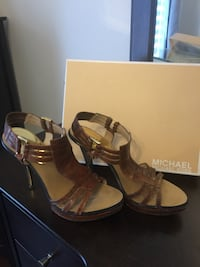 Size 9 Michael Kors shoes sandals souliers. Laval, H7E 0H3