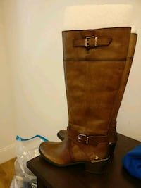 pair of brown leather knee-high boots size 8 Danbury, 06810