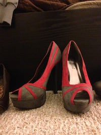 Gray-and-red peep toe platform pumps