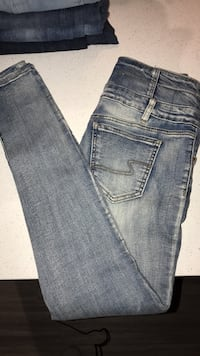 Size 5 Ardennes jeans never been worn Kelowna, V1W 3N8
