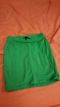 women's green skirt Reading