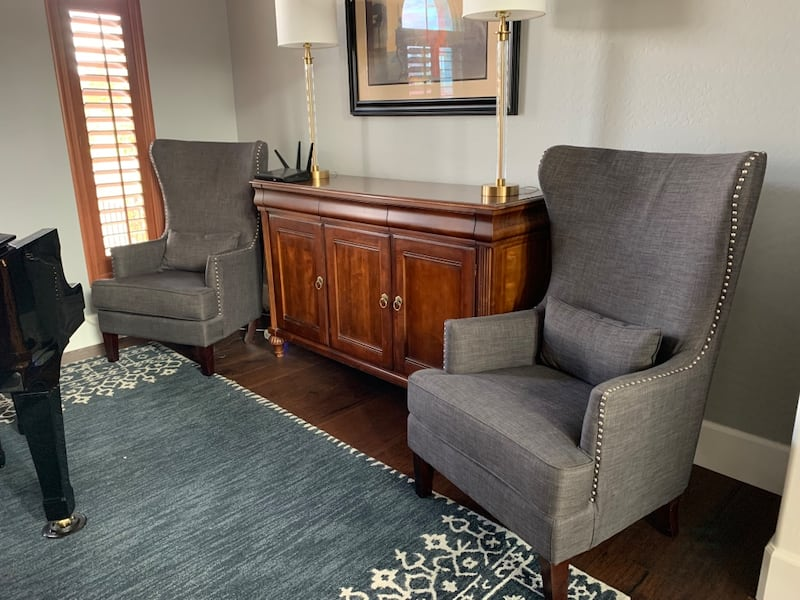 Set of chairs -gray upholstered with nailhead trim de068603-0af9-4ab5-a753-d8f79e804679