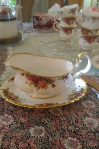 Country roses gravy boat