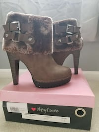 Pair of brand new brown heeled booties 5.5 size Ann Arbor, 48108