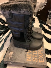 Northface Winter boots. Never been use. New Toronto, M3H 4X1