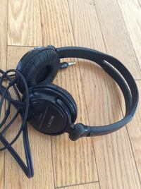 Excellent condition adjustable Sony stereo headphones MDR-V150