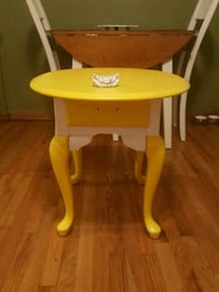 yellow and white end table Bethlehem