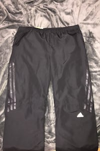 black Adidas track pants w. zipper at bottom | size M Toronto, M1R 4B8
