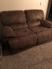Electric reclining loveseat couch Portland, 97266
