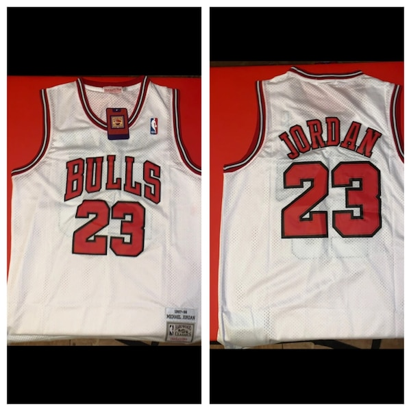 reputable site 340bb d15c2 AUTHENTIC Chicago Bulls 97-98 MJ Road Jersey.