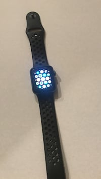 space gray Apple Watch with black sports band Corona, 92882