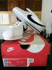 Nike Shoes 4y black and white Montclair, 91762