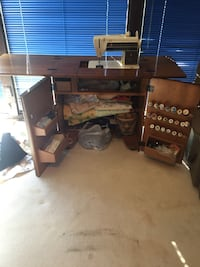 Singer Sewing Machine and cabinet  Edmond, 73034