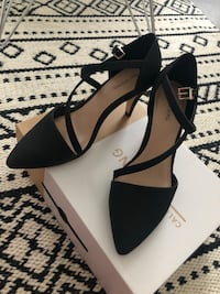 Pair of black pointed-toe heels Markham, L3T