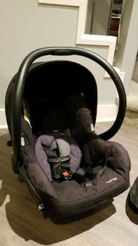 Maxi Cosi baby's black and gray car seat carrier Winnipeg, R2J 4H5