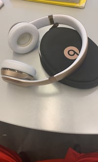 Beats Solo 3s Gold/White (all accessories included) College Park, 20742