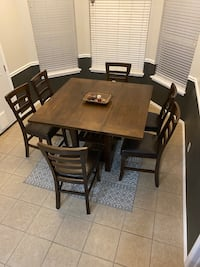 Excellent condition height dining room set