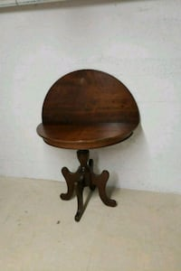 round brown wooden pedestal table Waterford, N0E 1Y0