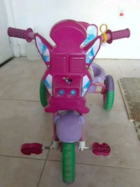 toddler's pink and green trike Hialeah, 33015
