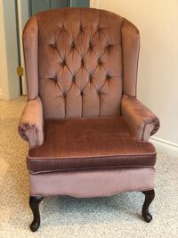 Pink velvet chair, very clean, good condition  Coquitlam, V3E 3B1