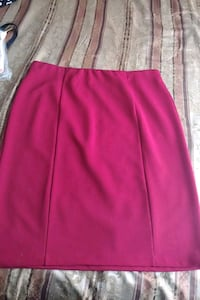 Burgundy skirt  Hollister, 95023