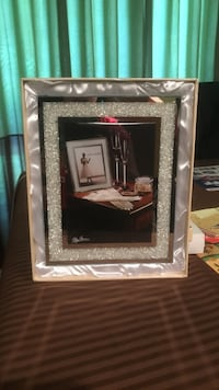Picture frame by Oleg Cassini Greenbelt, 20770