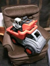 Kittle tikes dump truck and front end loader 696 mi