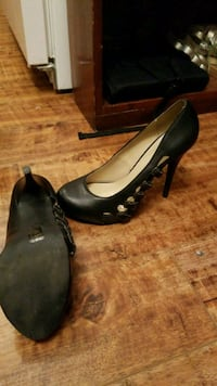 pair of black leather pumps Abbotsford, V2S 3Z8