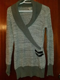 Size medium Guess sweater  Hamilton, L8V 3E1