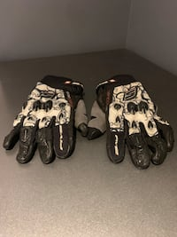 Five S advanced gloves , size L. Great condition! Toronto, M9C 3K5