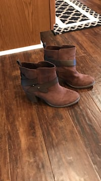 Old navy brown suede booties size 8 Lynchburg, 24502