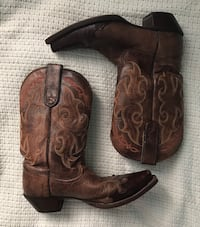 Pair of brown leather cowboy boots Donna, 78537