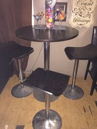 round black wooden pedestal table Bakersfield, 93306