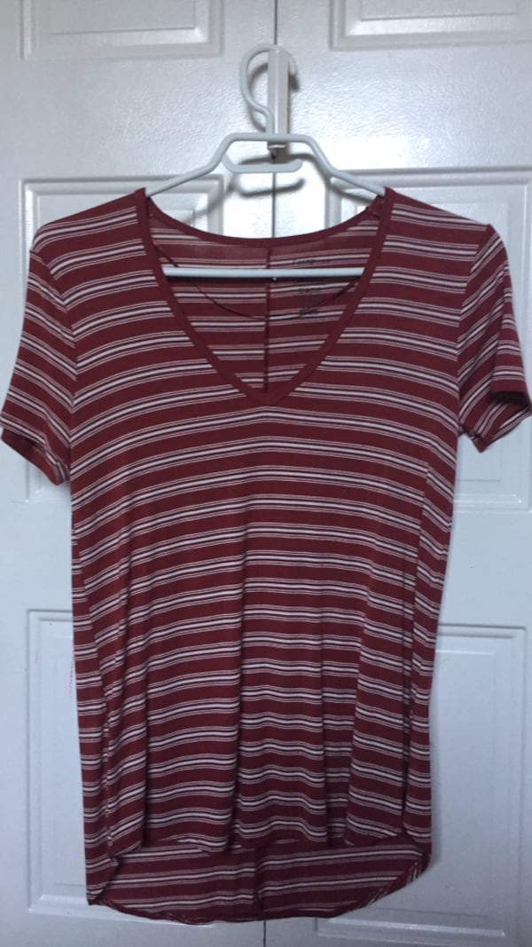 striped shirt 5e7b715b-2932-4ff4-9b07-a163827cd664