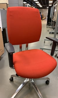 Red chair with wheels > 13