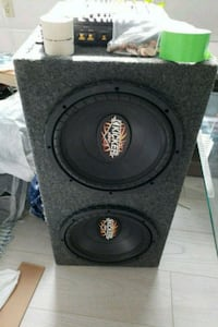 2-12 kickers in box with amp on side Vancouver, V5X 2G5