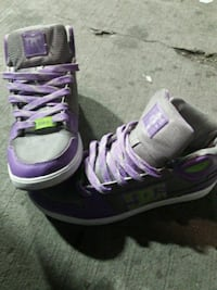 pair of gray-and-purple DC shoes size 9.5 Kelowna, V1X 6B4