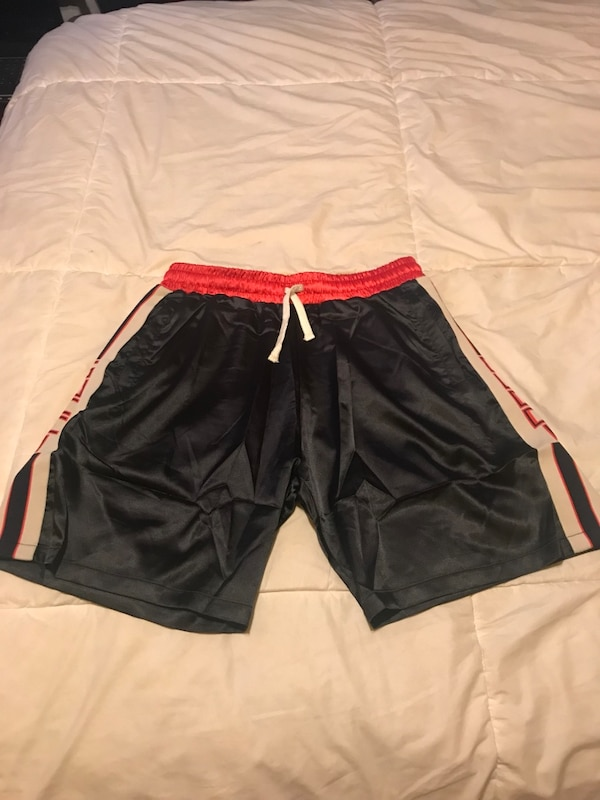 ed64e8eb77 Brukt Gucci shorts fits waist 32-34in til salgs i New York - letgo