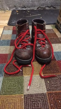Pair of black-and-red work boots Hamilton, L8N 1B9