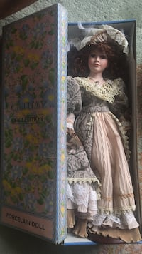 Cathay collection porcelain doll with box Washington, 20024