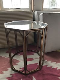 Side table, gold with mirror top 338 mi