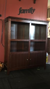 Brown wooden cabinet with shelf Kittitas, 98926