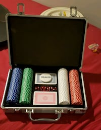 Full poker set  Barrie, L4N 5Z1