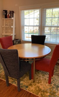 Round wood table with four chairs Charlotte, 28205