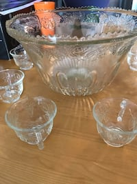 Beautiful intricate glass punch bowl with a set of 8 cups Gatineau, J8X 4K2
